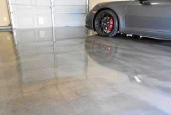 shiny epoy garage floor in cincinnati